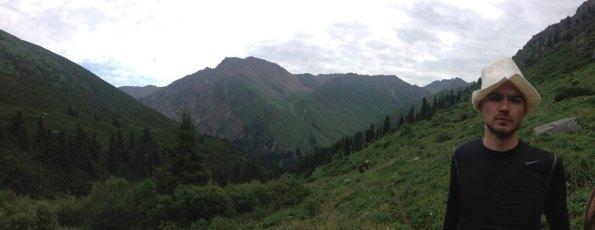 guntars ar savu kalnu cepuri